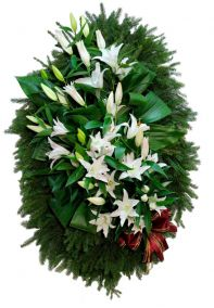 Фото - Венок на похороны из живых цветов #16 белые лилии, лапник, хвоя