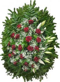 Фото - Венок на похороны из живых цветов #18 красные розы, лилии, и хвоя