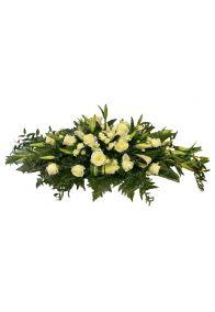 Фото - Ритуальная композиция из живых цветов на могилу/гроб Элит №6 венок-флоретка в зелёно-белых тонах