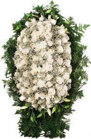 Фото - Ритуальный венок из живых цветов #12 белые розы и лилии