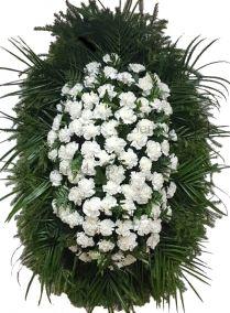 Фото - Ритуальный венок из живых цветов #23 из белых гвоздик, папоротника, робелини