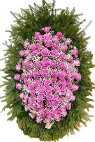 Фото - Ритуальный венок из живых цветов #5 розовый из роз и зелени