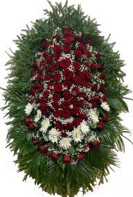 Фото - Ритуальный венок из живых цветов #7 красные розы, белые хризантемы, хвоя