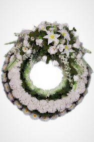 Фото - Ритуальный венок Круг белый из лилий и хризантем