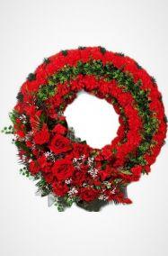 Фото - Ритуальный венок Круг большой из красных гвоздик и зелени