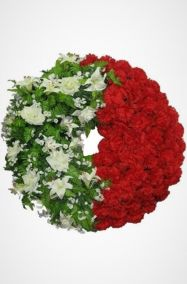 Фото - Ритуальный венок Круг с белыми лилиями и красными хризантемами