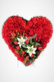 Фото - Ритуальный венок Сердце из красных гвоздик, тюльпанов и лилий