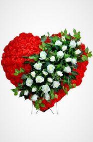 Фото - Ритуальный венок Сердце красное с белыми розами