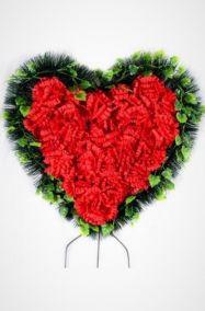Фото - Ритуальный венок Сердце красные гвоздики, хвоя