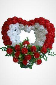 Фото - Ритуальный венок Сердце красные и белые гвоздики