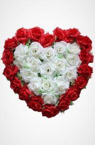 Фото - Ритуальный венок Сердце с белыми и красными розами