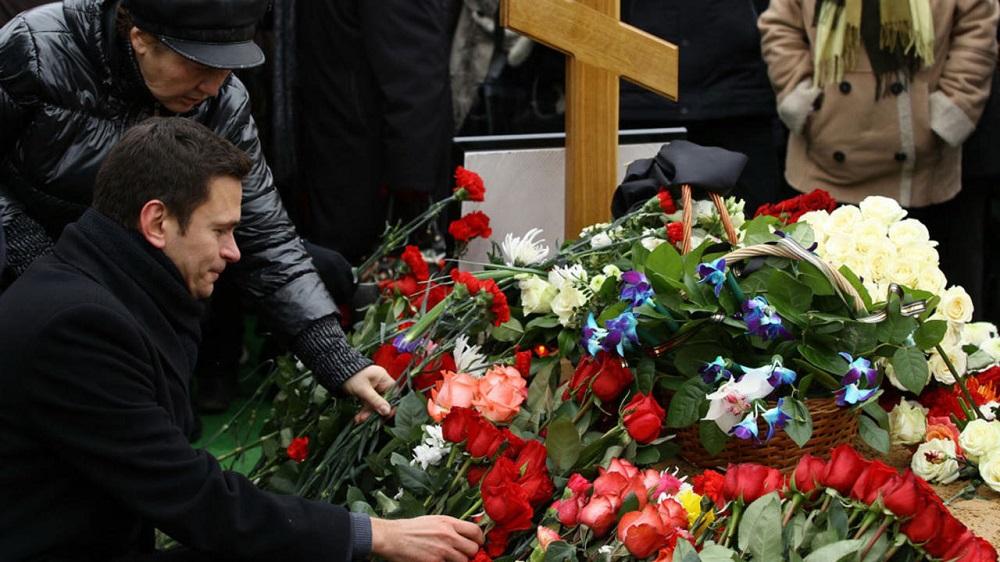 Цветы на похороны мужчине могут быть разными