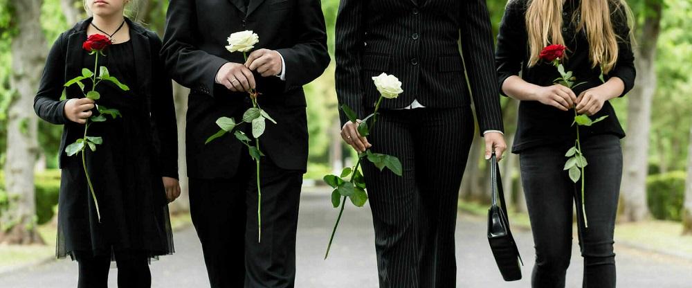 Сколько цветов нужно приносить на похороны?